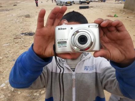 סדנת צילום - חלוקת מצלמות בכפר סוואוין