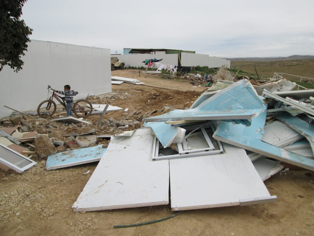 הריסות בית שנהרס בכפר סַעְוָה